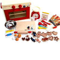 Gaspard et Lisa Red Cookies Oven